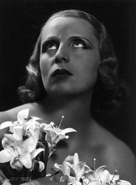 1937_Tamara-with-lilies